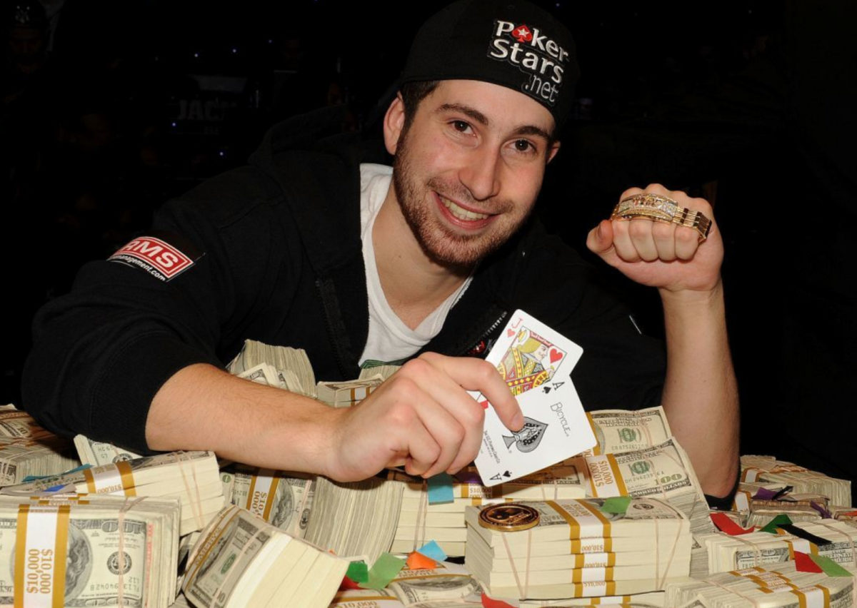 Menghasilkan Uang Melalui Internet Poker Online